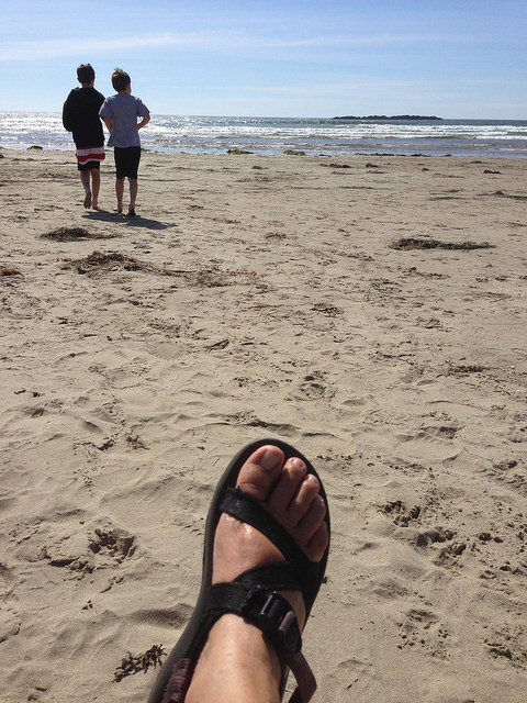 Feet, sand, kids, water, sun - perfect!